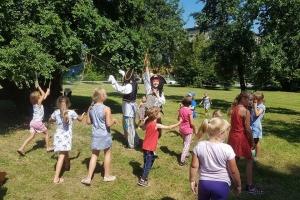 przedstawienie-teatralne-dobre-wychowanie-z-nami-zostanie_3